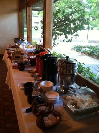 Los Gatos Lodge: Good continental breakfast.