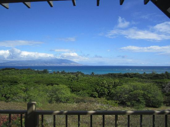Molokai Hilltop Cottage & West End Studio: Cottage lanai - views of Maui and Lanai