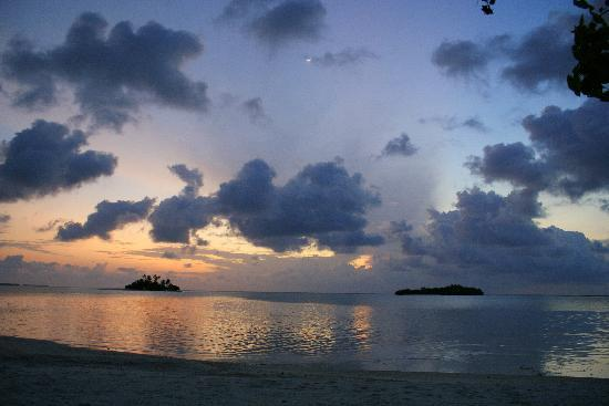 Rihiveli by Castaway Hotels & Escapes: Sunrise....