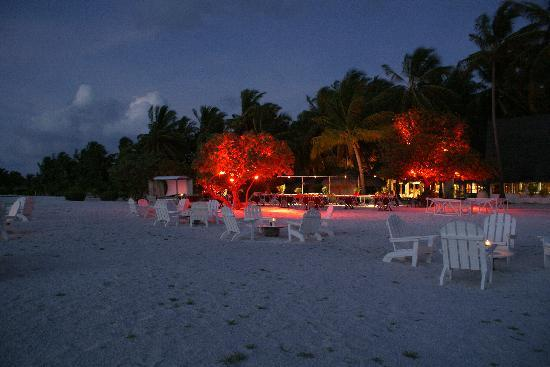 Rihiveli by Castaway Hotels & Escapes: Outside the bar