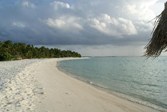 Rihiveli by Castaway Hotels & Escapes: West side beach