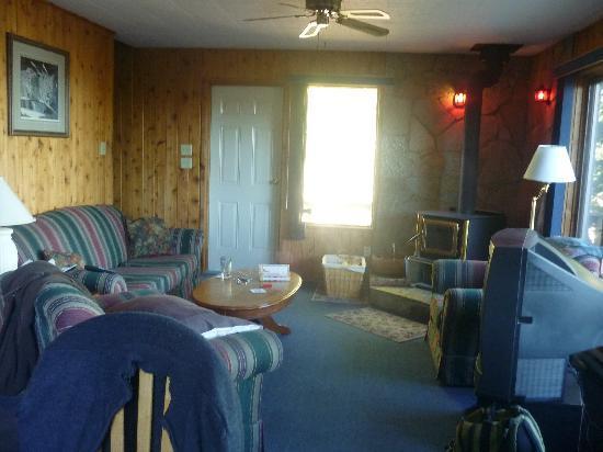 Barrier Bay Resort : Living Room