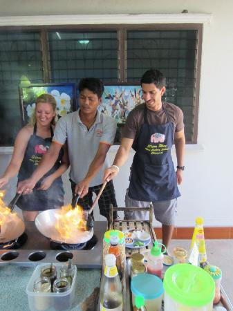 สยามไรซ์ ไทยคุกเกอรี่สคูล: Big time cooking