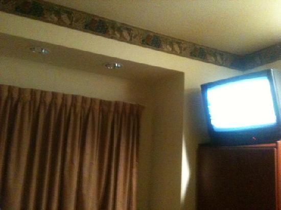 Sunstone Inn: Cable TV is a plus, wish there were a flat-screen TV