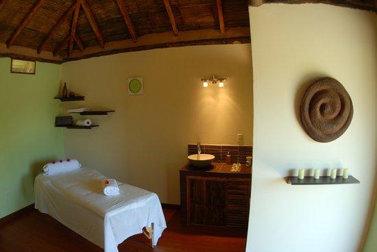 La Buena Vida Hotel- Ayampe : Mauli Spa offers express services like massages
