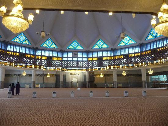 National Mosque (Masjid Negara): Innen