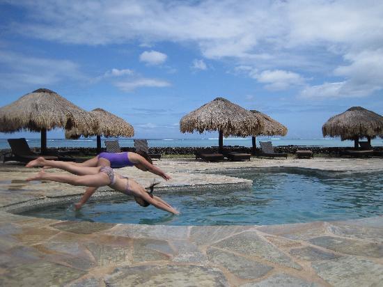 โคโคนัทบีชคลับ: the pool