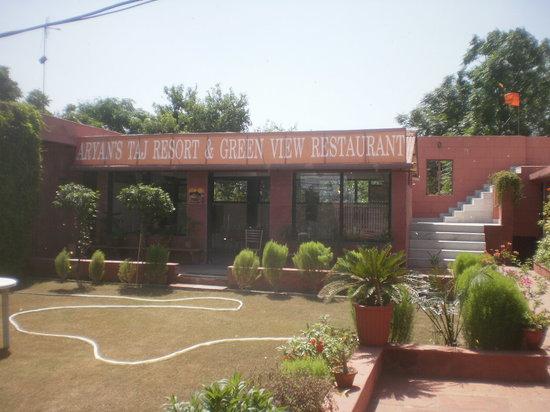 Green View Restaurant : outside of restaurant