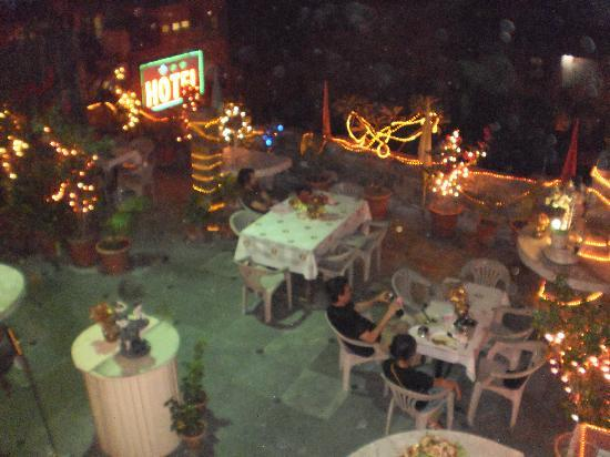 OYO 2902 Hotel Lal's Haveli: terrace at night