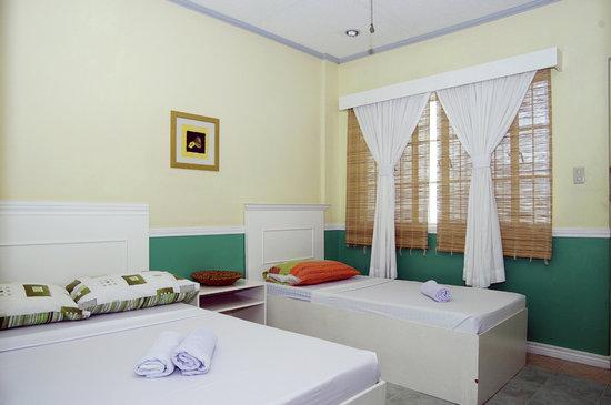 MaryGold Beachfront Inn: Standard or Deluxe Room