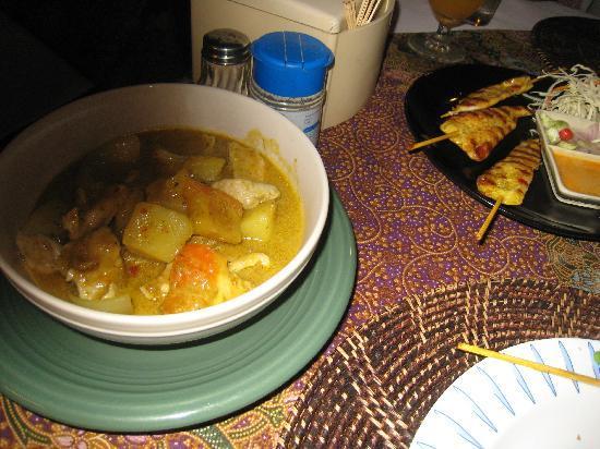 Restaurant K-Siri: Yellow Curry with Pork plus Chicken Satay