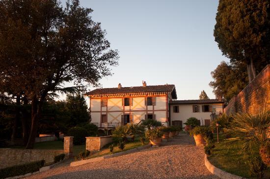 Villa Rossi-Mattei: view of the villa from the gardens