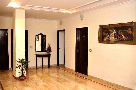 Hotel Sarthak Palace: Floor Lobby