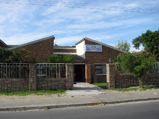 Liziwe's Guest House: The outside of Liziwe's