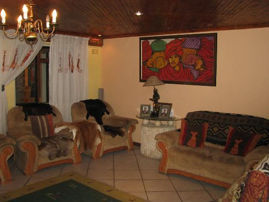 Liziwe's Guest House: The living room at Liziwe's