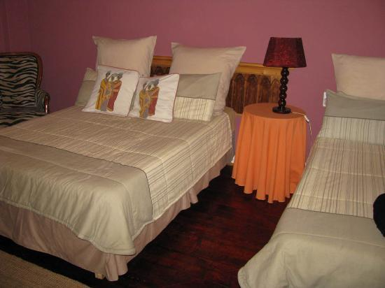 Liziwe's Guest House & Tours: In our comfortable room at Liziwe's