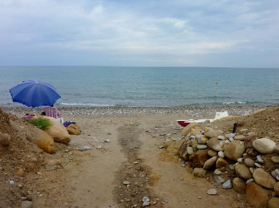 Acacia Resort Parco dei Leoni : A path to a beautiful private beach