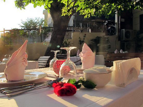 روز جاردن سويتس - بوتيك كلاس: rose garden suites  garden restaurant