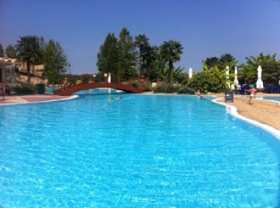 Un particolare foto di gardaland hotel castelnuovo del - Piscina g conti verona ...