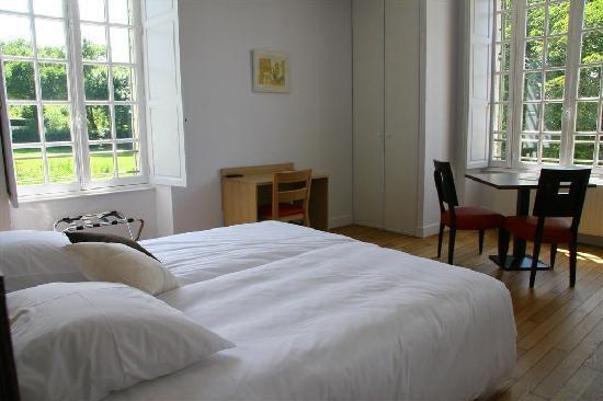Le Gasseau Restaurant - Hotel de Charme: Chambres claires et spacieuses