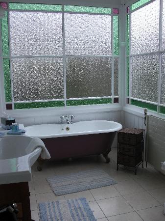 Robertson House: Our roll-top bath, perfect