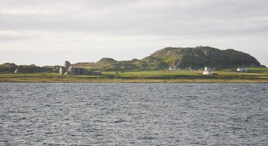 Seaview Bed & Breakfast: View of Iona from outside Seaview. Ferry is 2 mins down the road.