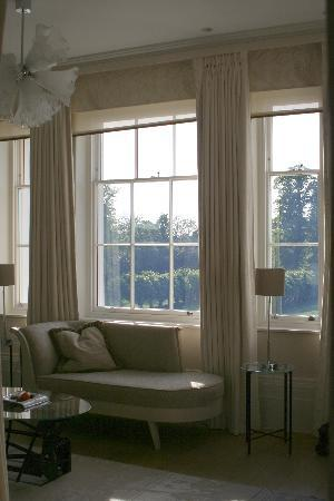 Coworth Park - Dorchester Collection: big windows in our room