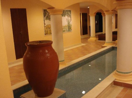 Vale d'Oliveiras Quinta Resort & Spa: water feature in the hotel