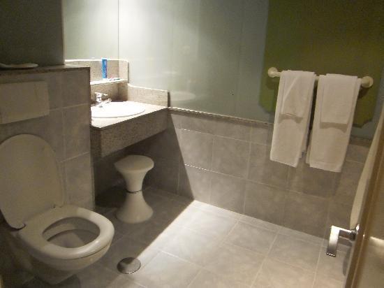 IFA Continental Hotel: the bathroom, very clean