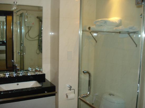 Boss Suites: the bathroom