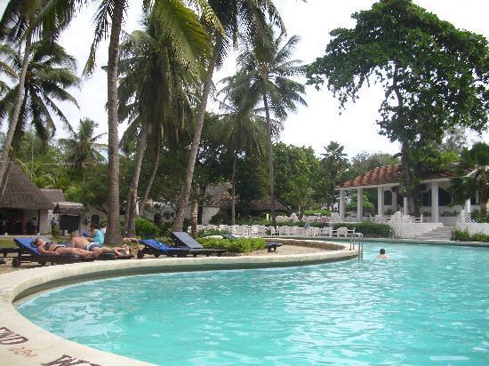 Diani Sea Lodge: Have a nice dip