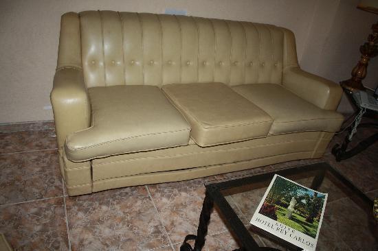 Rey Carlos: Sofa