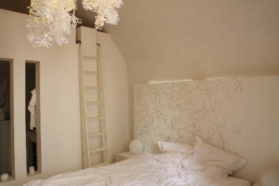 Un Lieu Unique : はしごを上がるとロフトベッド