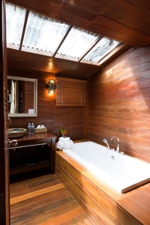Gajapuri Resort & Spa: Cottage Bathroom interior