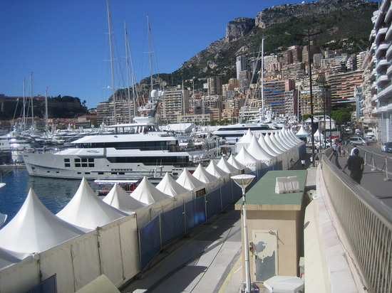 Monte Carlo Harbor: No access to the waterfront screened from view