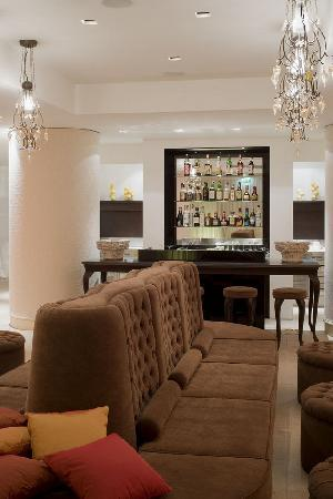 UNA Hotel Palace: Lounge Bar Hall