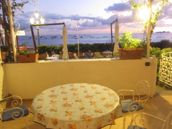 La Caravella Positano: Our private patio
