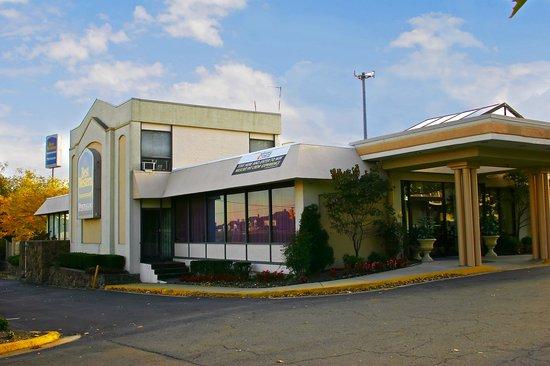 BEST WESTERN Pentagon Hotel - Reagan Airport: Best Western Exterior