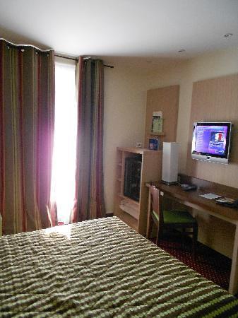 Hotel Terminus Montparnasse: our room 2