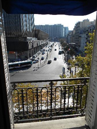 Hotel Terminus Montparnasse : view from room window