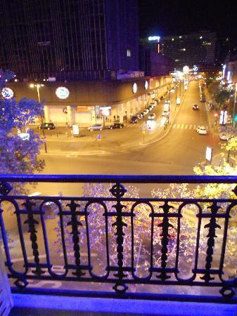 Hotel Terminus Montparnasse : night view from window