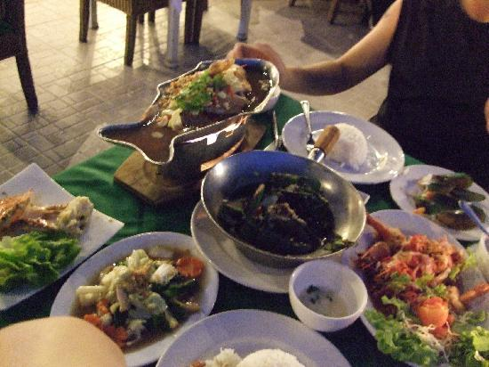 Rabieng Talay: yes, all the sea food and 2 rice only spend 960 Baht !!!