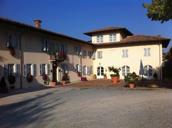 La casa in collina: from the entry.