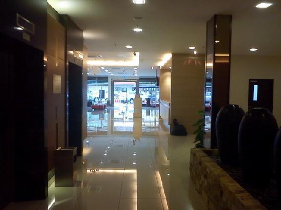 Grand Sentosa Hotel: Lift at lobby