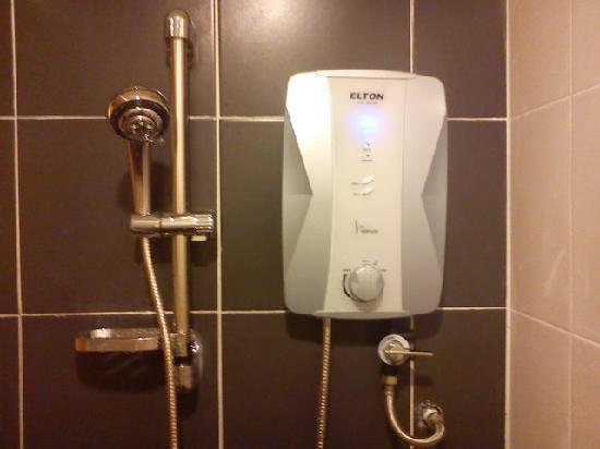 Grand Sentosa Hotel: Superior room come my water heater