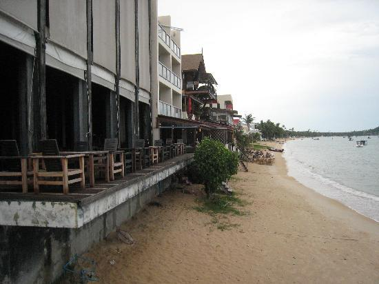 Fisherman's Village : View along Bophut Beach to the west of the central pier