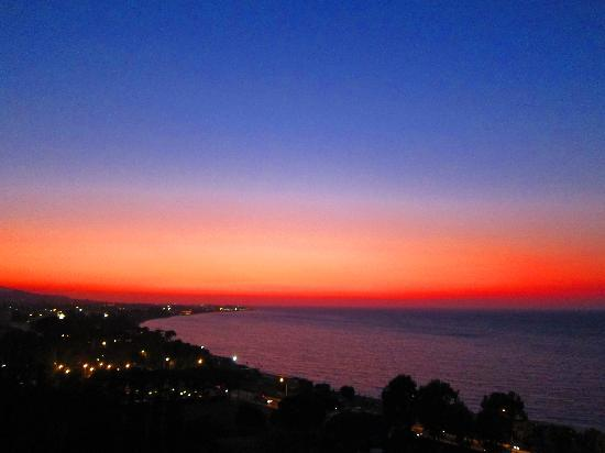 Amathus Beach Hotel Rhodes: dinner scenery