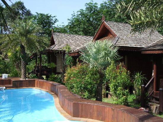 Baan Habeebee Resort: the lovely pool and bungalows
