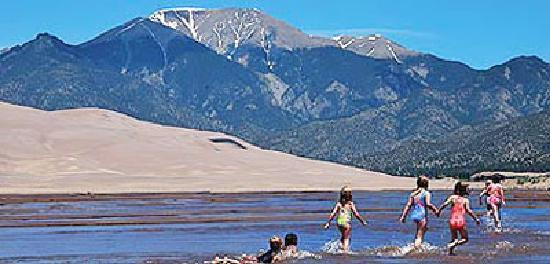 AppleLodge Bed and Breakfast: Great Sand Dunes National Park nearby