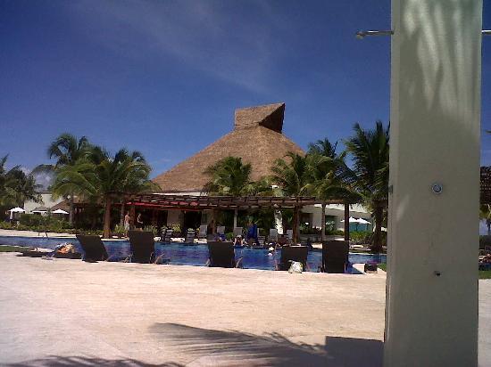 BlueBay Grand Esmeralda: piscina Donde me Corte mi Dedo del pie :(